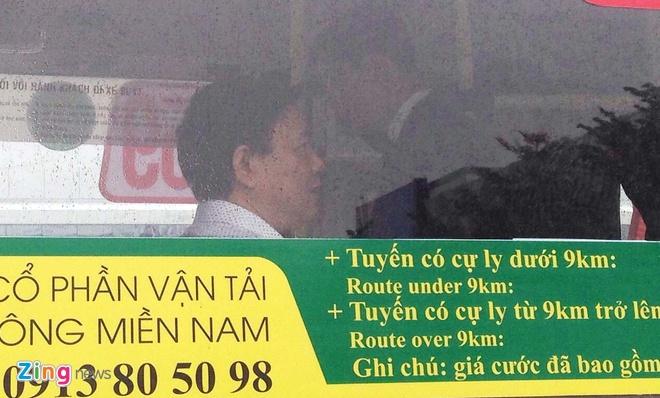 Bi thu Thang di thu tuyen buyt moi tu Tan Son Nhat hinh anh 1