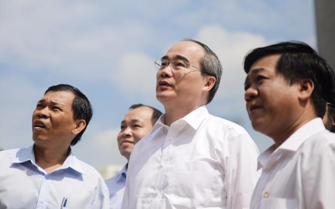 Tan Bi thu TP.HCM Nguyen Thien Nhan tham Ben Nha Rong hinh anh