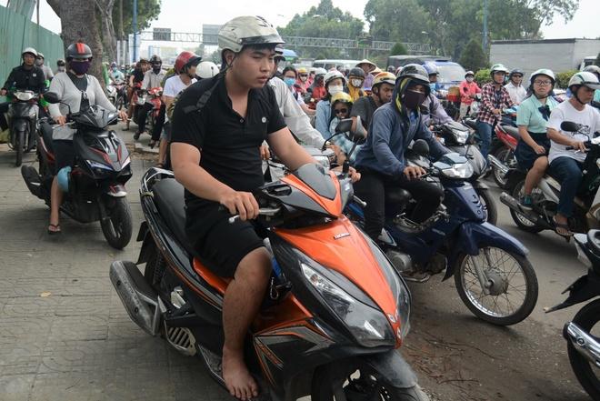 Giai toa 50 kiot ben san bay Tan Son Nhat, duong pho ket cung hinh anh 2