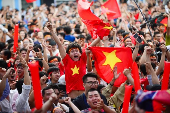 Lap 10 man hinh lon o pho di bo Nguyen Hue de xem U23 Viet Nam hinh anh 1
