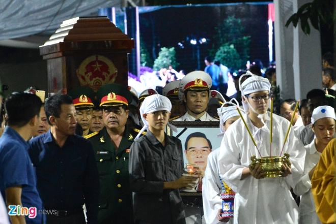 Nguoi dan dung ben duong tien linh cuu nguyen Thu tuong Phan Van Khai hinh anh