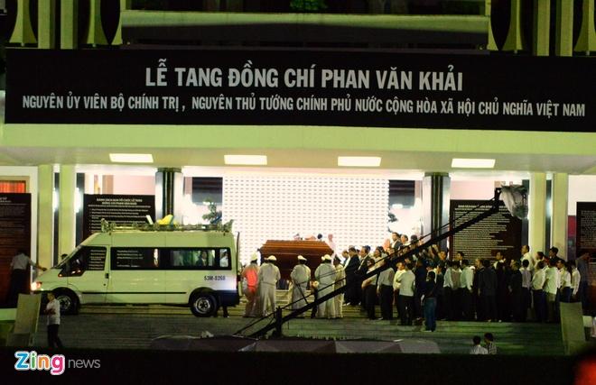 Nguoi dan dung ben duong tien linh cuu nguyen Thu tuong Phan Van Khai hinh anh 3