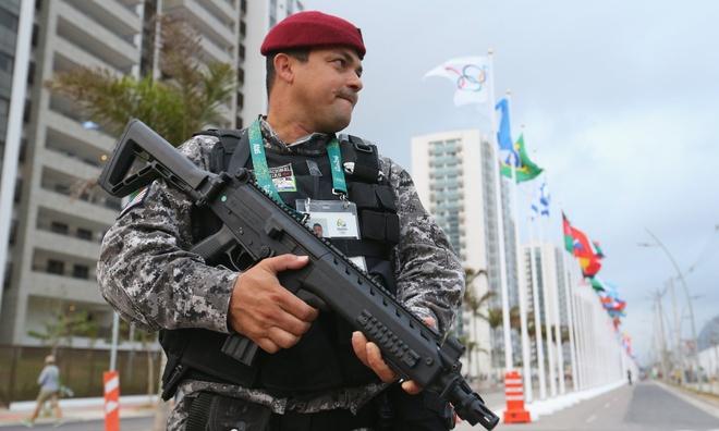 Olympic 2016: Lanh su Nga ban chet cuop o Rio De Janeiro hinh anh