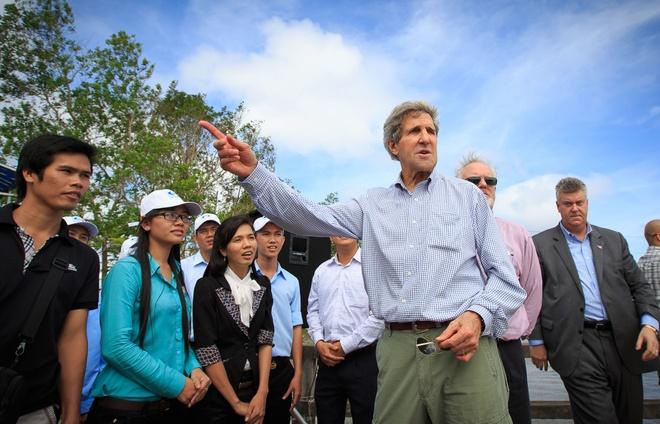 John Kerry va dinh menh mang ten Viet Nam hinh anh