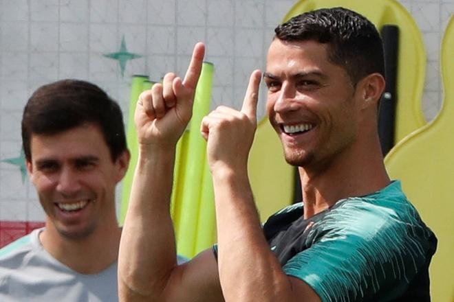 Knockout cac ong lon: Messi, Ronaldo co bi loai cung mot ngay? hinh anh