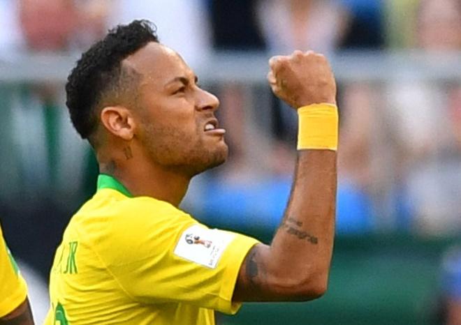 Neymar toa sang dang cap trong tran chien nay lua o Samara hinh anh