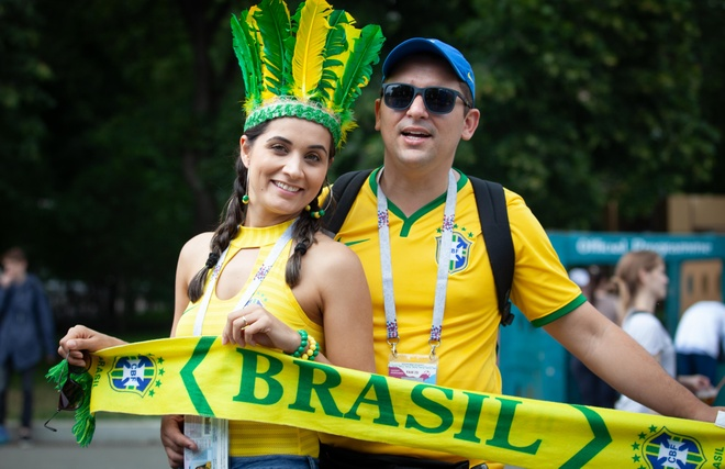 Hang tram fan Brazil, Argentina khuay dong tran chung ket hinh anh