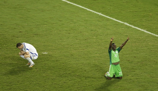 Nhung hinh anh dat gia nhat sau 56 tran World Cup 2014 hinh anh 13 kenneth-omeruo-of-nigeria-celebrates-after-a-win-that-knocked-bosnia-out-of-the-tournament.