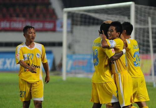 Hai Phong vuot qua Quang Ninh trong tran derby Dong Bac hinh anh