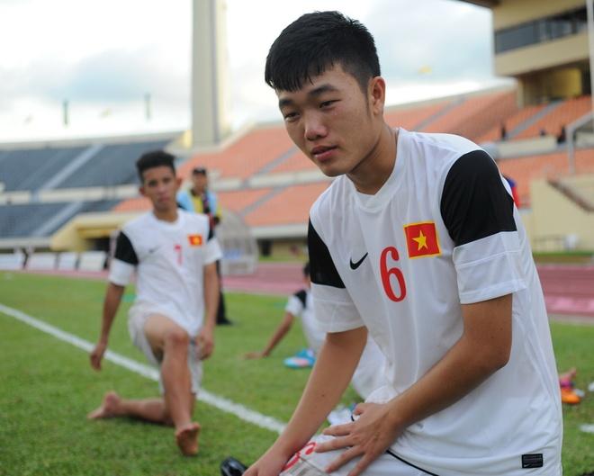 Cau thu U19 VN tu cat toc doi van truoc tran thang Indonesia hinh anh