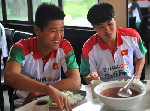 Cau thu U19 Viet Nam yeu ve the luc do an uong tu phat hinh anh