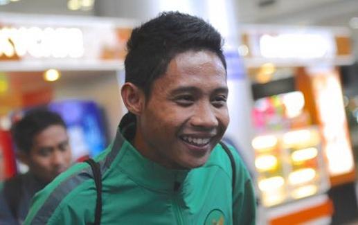 Sao U19 Indonesia hoi tham Cong Phuong khi vua toi Viet Nam hinh anh