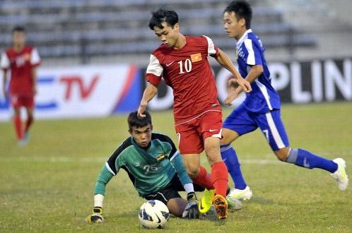 Bai tuong cua Cong Phuong du AFF Cup trong mau ao tuyen Lao hinh anh