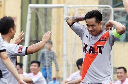 Ca si Tuan Hung ghi ban kieu Ronaldo hinh anh