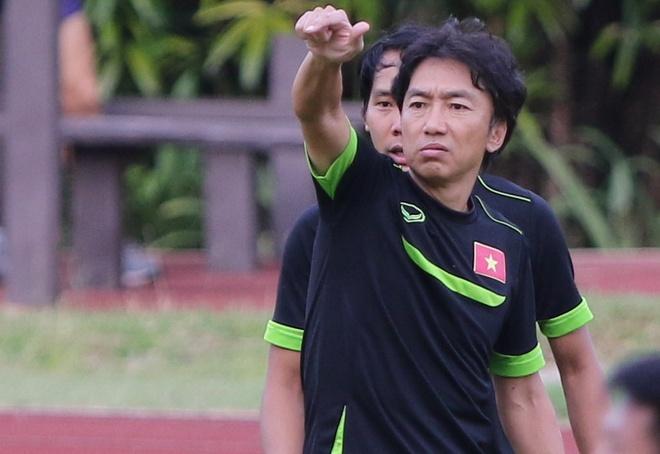 Miura cho hoc tro tap giua trua va ren penalty hinh anh
