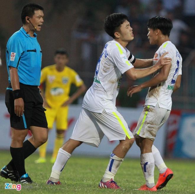 Trong tai V.League tuong tuong ra qua 11 m cho Thanh Hoa hinh anh 1