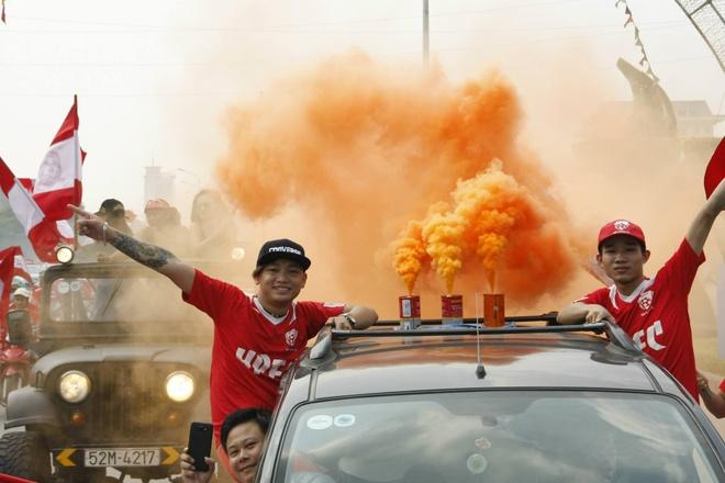 CDV Hai Phong khuay dong dat cang bang xe sang va phao khoi hinh anh