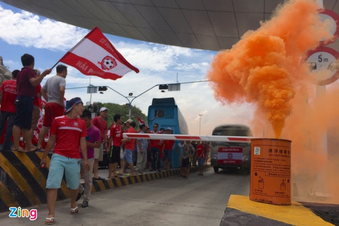CDV Hai Phong dot phao khoi chan xe o tram thu phi Tuan Chau hinh anh 3