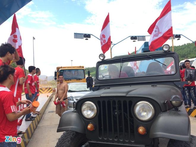 CDV Hai Phong dot phao khoi chan xe o tram thu phi Tuan Chau hinh anh 2
