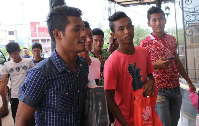 U19 Myanmar nghi tap di mua sam truoc tran gap U19 VN hinh anh