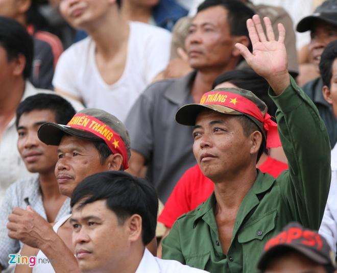 Nguoi Viet tai Lao tung bung co vu U19 Viet Nam hinh anh 1