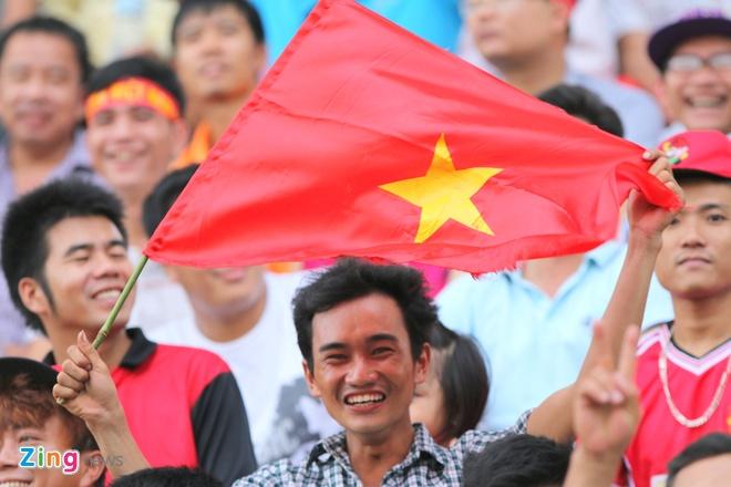 Nguoi Viet tai Lao tung bung co vu U19 Viet Nam hinh anh 3