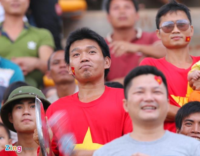 Nguoi Viet tai Lao tung bung co vu U19 Viet Nam hinh anh 4