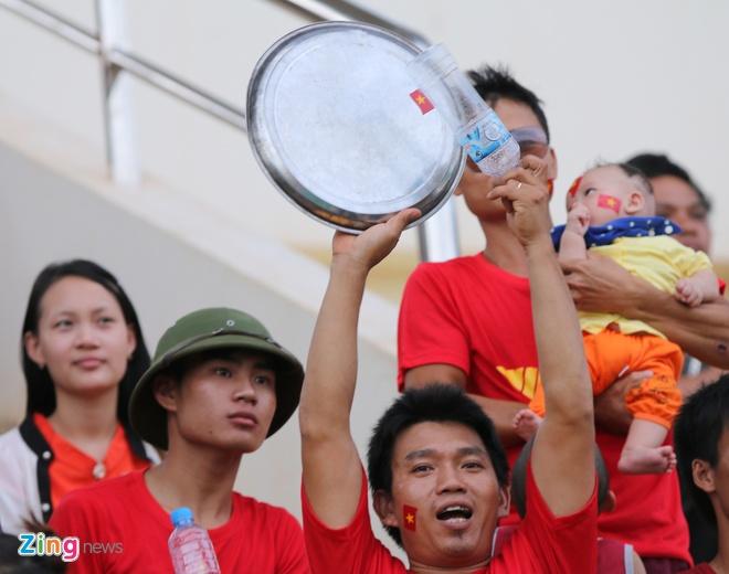 Nguoi Viet tai Lao tung bung co vu U19 Viet Nam hinh anh 6