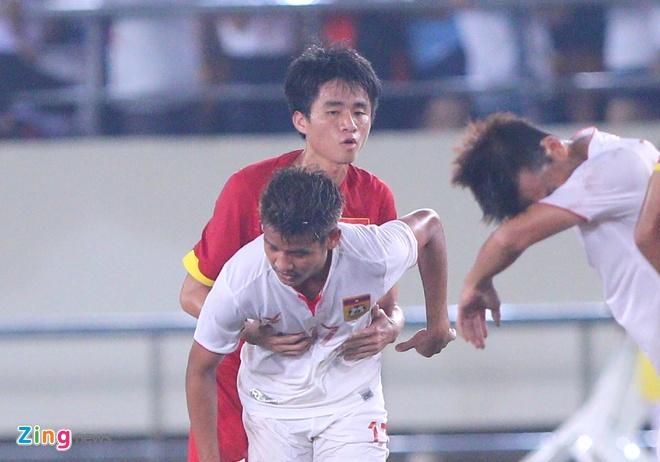 Khan gia Lao co vu hanh dong dep cua U19 Viet Nam hinh anh 4