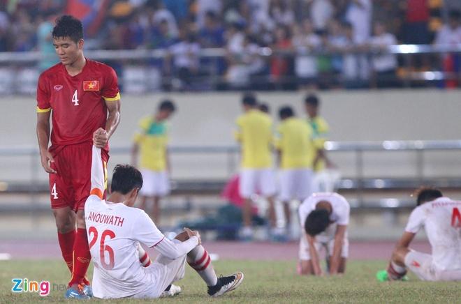 Khan gia Lao co vu hanh dong dep cua U19 Viet Nam hinh anh 5