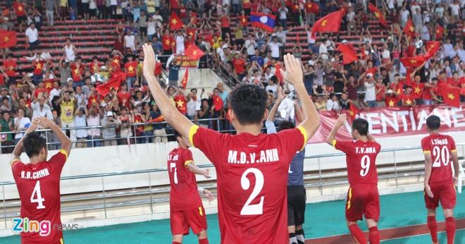 Khan gia Lao co vu hanh dong dep cua U19 Viet Nam hinh anh 7