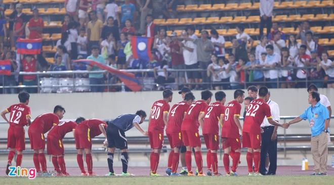 Khan gia Lao co vu hanh dong dep cua U19 Viet Nam hinh anh 8