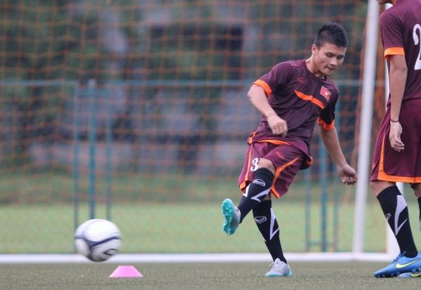 U19 Viet Nam tap dut diem trai chan truoc tran gap Thai Lan. hinh anh