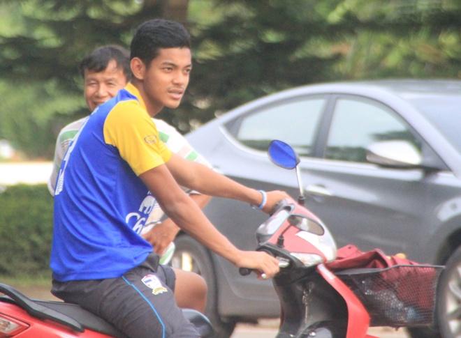 U19 Thai Lan di xe may dao pho truoc tran chung ket gap VN hinh anh