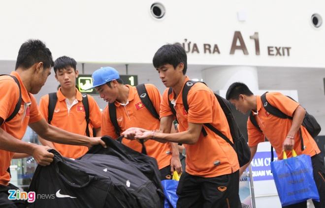 Khong co nguoi ham mo don U19 Viet Nam ngay tro ve hinh anh 5