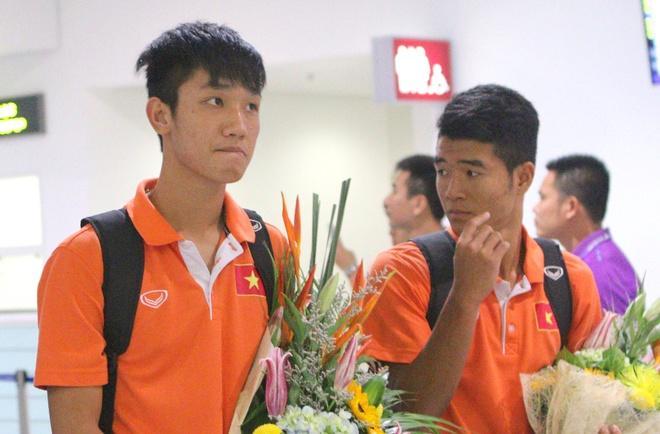 Khong co nguoi ham mo don U19 Viet Nam ngay tro ve hinh anh