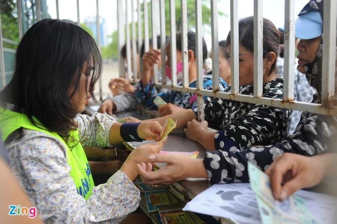 Lac dac nguoi mua ve tran DTVN - Thai Lan hinh anh 2
