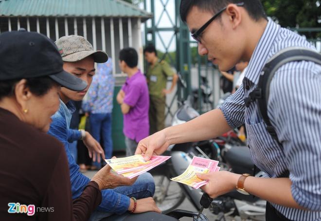 Lac dac nguoi mua ve tran DTVN - Thai Lan hinh anh 3