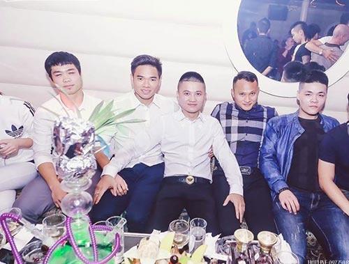 Tuyen thu Viet Nam khong di bar truoc tran Thai Lan hinh anh