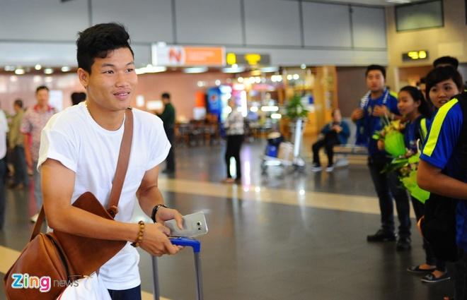 Nguoi ham mo ra san bay don U23 Viet Nam hoi quan hinh anh 1