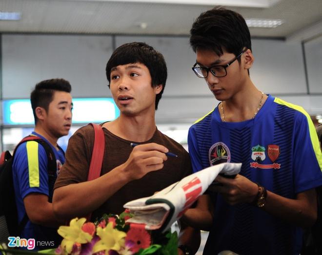 Nguoi ham mo ra san bay don U23 Viet Nam hoi quan hinh anh 2