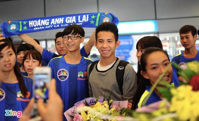 Nguoi ham mo ra san bay don U23 Viet Nam hoi quan hinh anh 3