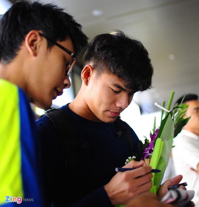 Nguoi ham mo ra san bay don U23 Viet Nam hoi quan hinh anh 5