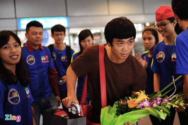 Nguoi ham mo ra san bay don U23 Viet Nam hoi quan hinh anh 8