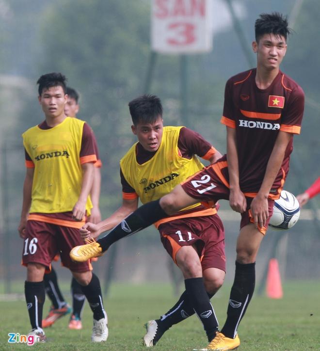 Doi truong U19 bo do buoi tap cung U23 Viet Nam hinh anh 1