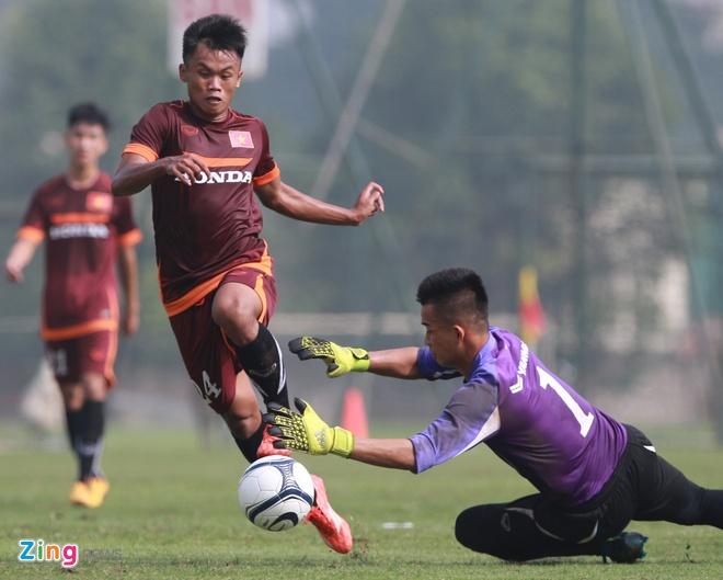 Doi truong U19 bo do buoi tap cung U23 Viet Nam hinh anh 5