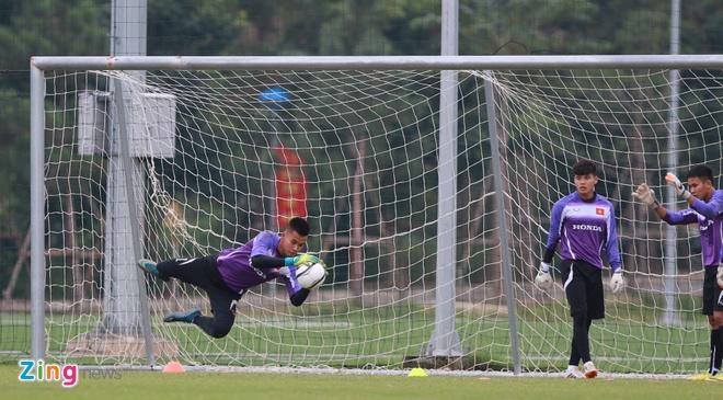 Hong Duy tro lai tap cung U23 Viet Nam hinh anh 9