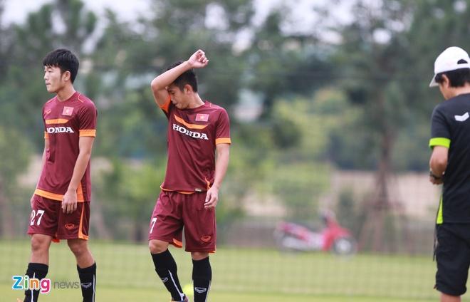 Hong Duy tro lai tap cung U23 Viet Nam hinh anh 4