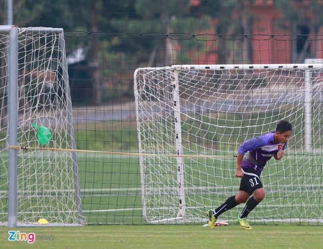 Hong Duy tro lai tap cung U23 Viet Nam hinh anh 10