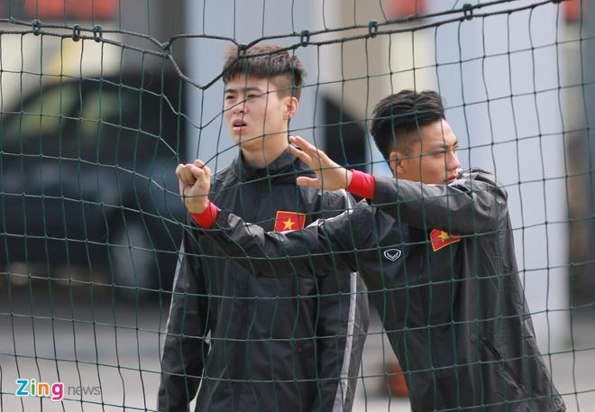 U23 Viet Nam tap dan bong vuot rao nhu VDV dien kinh hinh anh 11